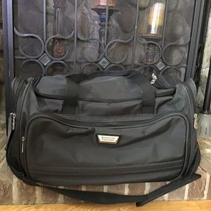 AMERICAN TOURISTER travel duffle bag